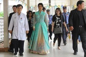 Long Nhật, Phi Nhung đi từ thiện cùng 'Cô dâu 8 tuổi'