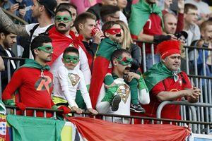 Kiến tạo cho Quaresma ghi bàn, Ronaldo đưa Bồ Đào Nha vào tứ kết