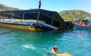 Sập bè nổi trên vịnh Vĩnh Hy, hơn 300 người rơi xuống biển