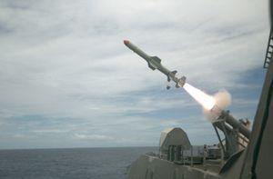 """Mãn nhãn tàu chiến LCS bắn """"sát thủ diệt hạm"""" Harpoon"""