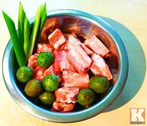 Canh sườn nấu sấu chua chua dễ ăn