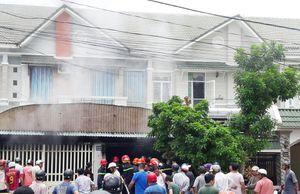 Nhiều xe điện bốc cháy trong ngôi nhà vắng chủ