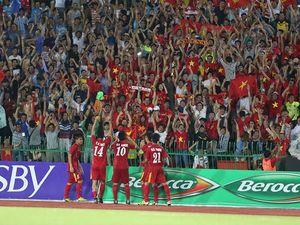 CĐV Việt Nam bị làm khó tại sân Olympic