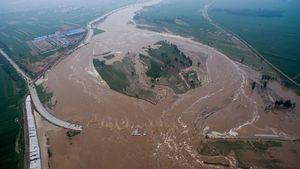 Mưa lũ kỷ lục ở Trung Quốc qua ảnh