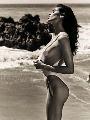 3 vòng cực nóng bỏng của siêu mẫu nội y Sara Sampaio