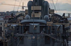 Cận cảnh chiến hạm huyền thoại Rạng Đông ở Nga
