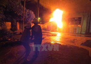 Cận cảnh vụ cháy xưởng nến kinh hoàng ở Hải Phòng