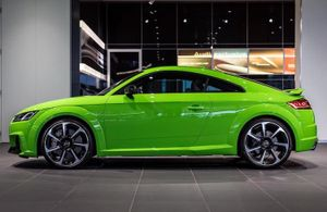 Xế thể thao TT RS thách thức siêu xe nhà Audi