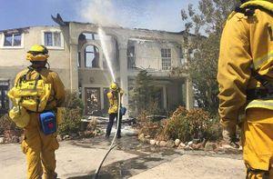 Loạt ảnh về cháy rừng dữ dội ở Los Angeles