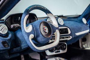 Tuyệt tác nghệ thuật trên siêu xe giá rẻ Alfa Romeo 4C