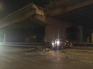 Ô tô 7 chỗ rơi từ đường trên cao, tài xế tử vong trong xe