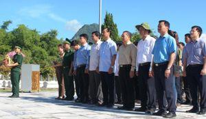 Đoàn công tác Bộ GTVT dâng hương tưởng niệm các liệt sỹ Miền Trung
