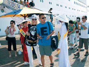 Tạo điều kiện thuận lợi cho du khách đến Việt Nam