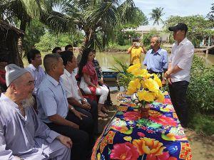 Xây cầu từ thiện, Công Vinh - Thủy Tiên vẫn bị chê trách
