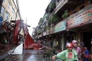 Những người làm việc trong mưa bão