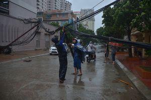 Hà Nội tiêu điều trong cơn bão số 1