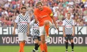 Cú sút penalty hài hước nhất Euro 2016 được sao bóng rổ tái hiện