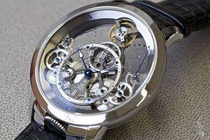 Bộ đôi đồng hồ Arnold & Son Time Pyramid có mặt tại Việt Nam
