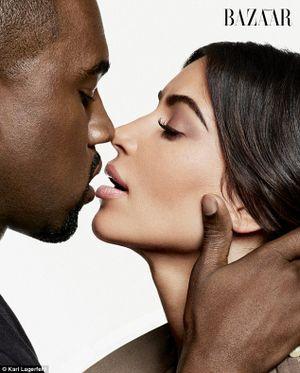 Kanye West ca ngợi và khuyến khích vợ Kim Kardashian chụp ảnh khỏa thân