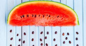 Điểm danh những loại trái cây cực tốt cho sức khỏe khi ăn cả hạt
