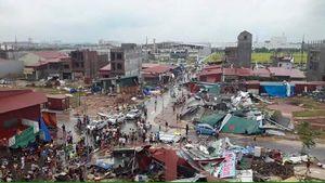 Vòi rồng thổi bay hàng chục mái nhà ở Bắc Ninh