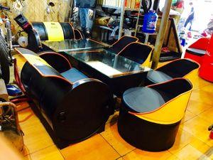 Thợ xe Sài Gòn tận dụng phuy dầu làm bàn ghế nội thất độc đáo