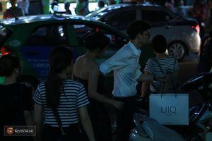 Người yêu điển trai xách đồ, nắm tay Văn Mai Hương trên phố