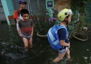 Hà Nội 5 ngày sau bão số 3, có nơi vẫn ngập mênh mông