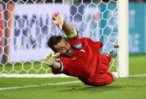 Tân binh Man City lọt top thủ môn đắt đỏ nhất thế giới