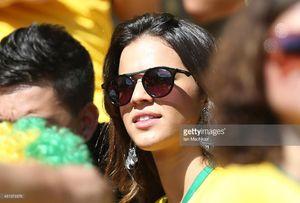 Neymar hẹn hò tình cũ Marquezine