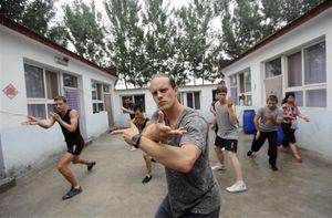 Long tranh Hổ đấu - Kungfu Hong Kong thời oanh liệt còn đâu