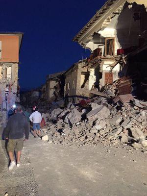 Thị trấn miền Trung Italy ngổn ngang sau động đất