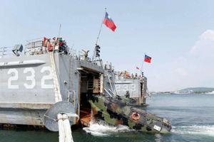 Binh lính, thiết giáp Đài Loan đổ bộ cách bờ biển Trung Quốc 2km