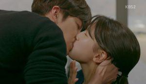 """Kim Woo Bin đuổi """"thẳng cổ"""" Suzy, hôn """"ngấu nghiến"""" nữ phụ đáng ghét"""