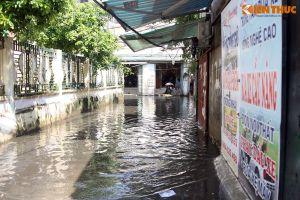 Cận cảnh người dân Hà Nội khổ sở sống chung cùng nước thối