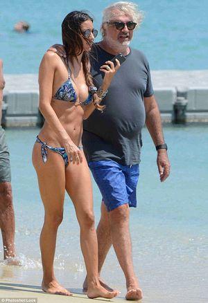 Người mẫu Ý gợi cảm bên chồng tỷ phú già nua, bụng phệ