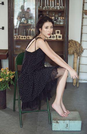 Quỳnh Anh Shyn diện đồ trễ nải, rũ bỏ hình tượng hot girl