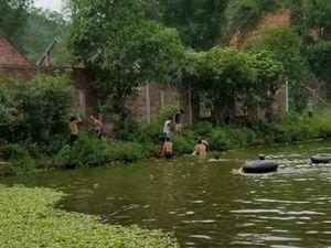 Hà Tĩnh: Dạy con tập bơi dưới ao cá, 2 bố con cùng chết đuối