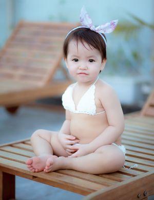 Hot girl Mai Thỏ khoe dáng nõn nà bên con gái