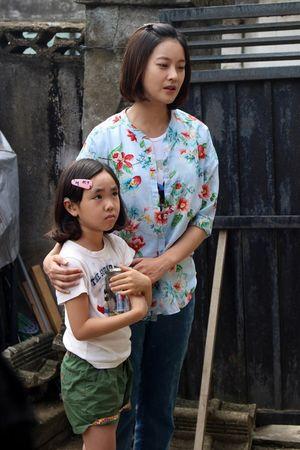 Kịch tính khó lường với vụ hoán đổi con đình đám trên phim Hàn