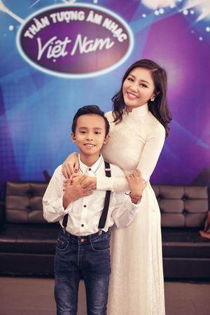 Hồng Nhung khoe mặt mộc, thân hình dẻo dai - Elly Trần chăm chỉ làm từ thiện