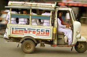 Xe công cộng của người bình dân Sài Gòn xưa Xe Lam trên đường phố Sài Gòn xưa