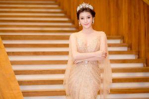 Huyền My khoe dáng nuột nà trước đêm chung kết Hoa hậu Việt Nam