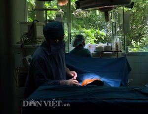 Ảnh độc về ca phẫu thuật em bé 'mai rùa' ở Sóc Trăng