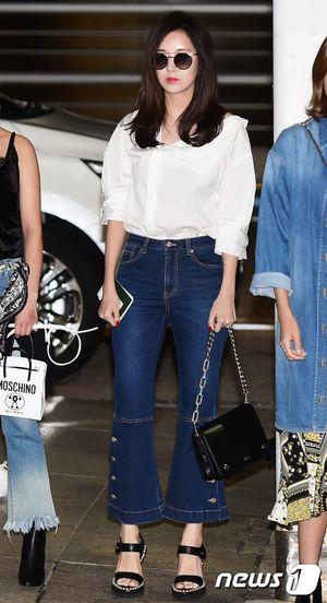 Taeyeon xị mặt, cùng SNSD, EXO và dàn nghệ sĩ SM cùng đổ bộ sân bay đi Hawaii