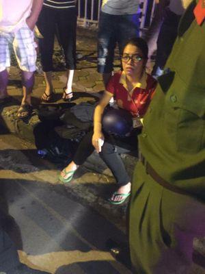 Hà Nội: Toyota Camry kéo lê Honda Lead trên quãng đường 5 km