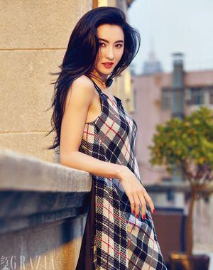 Trương Bá Chi ngày càng quyến rũ cuốn hút