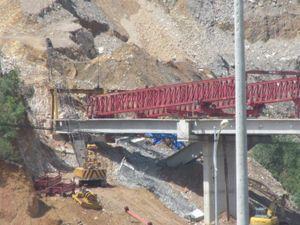 Ba dầm cầu trên cao tốc La Sơn - Túy Loan bị sập gãy