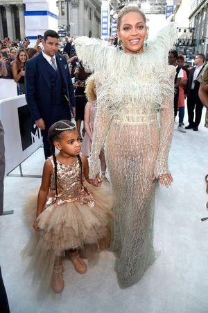 Con gái Beyoncé diện váy hơn 200 triệu đồng trên thảm đỏ VMA