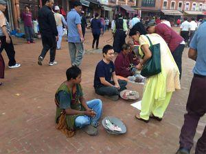 Kết quả bất ngờ khi du khách Việt thử làm ăn xin ở Nepal